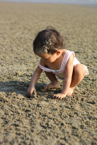 Zaria's turn to dig for crab