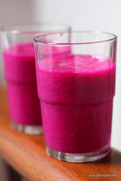 Red flesh dragon fruit smoothie