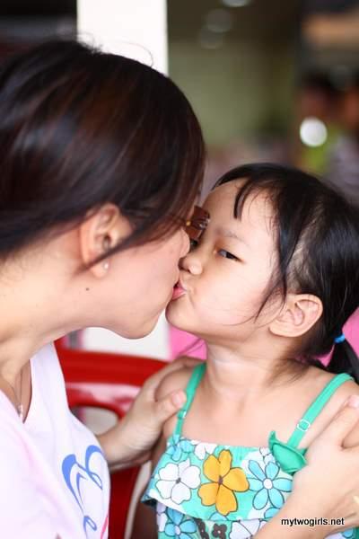 2 girl kiss: