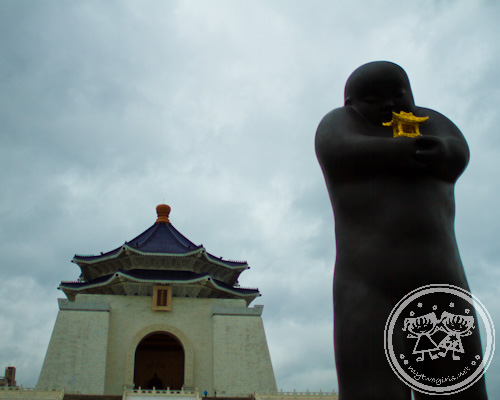 Li Zhen's sculptures and Chiang Kai-Shek Memorial Hall
