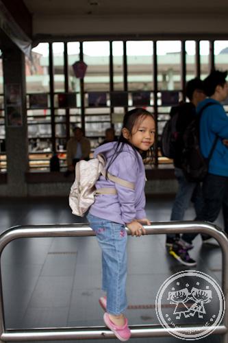 Zaria Monkeying at Ruifang station