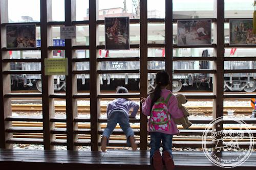 Zaria Monkeying at Ruifang station again