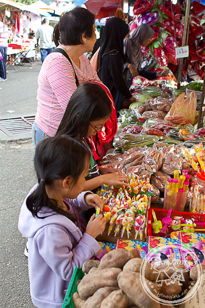 Girls shopping at Brinchang