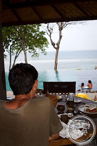Jeeva Klui restaurant and pool