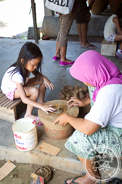 Pottery making at Banyumulek - Zaria