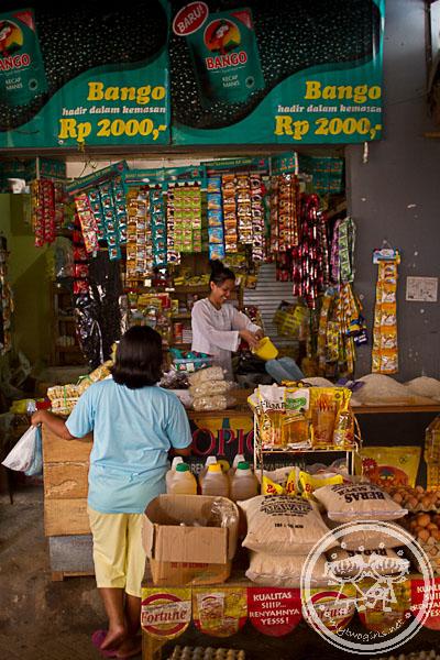 Dry Grocer At Kebon Roek