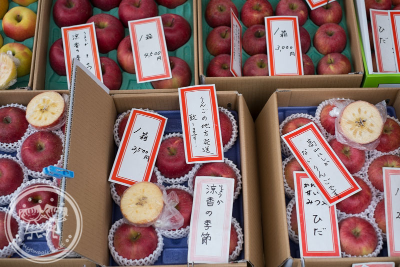 Takayama market - apples