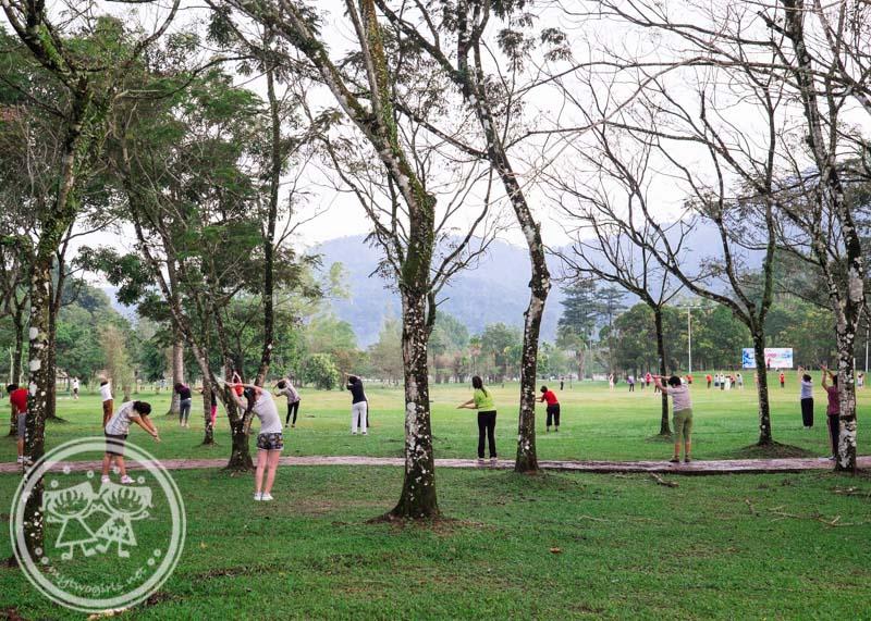 Morning exercise at Taiping Lake Garden