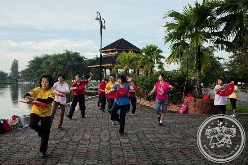 Fan Dance at Taiping Lake Garden